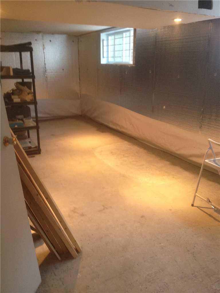 Humidité excessive dans les murs de sous-sol