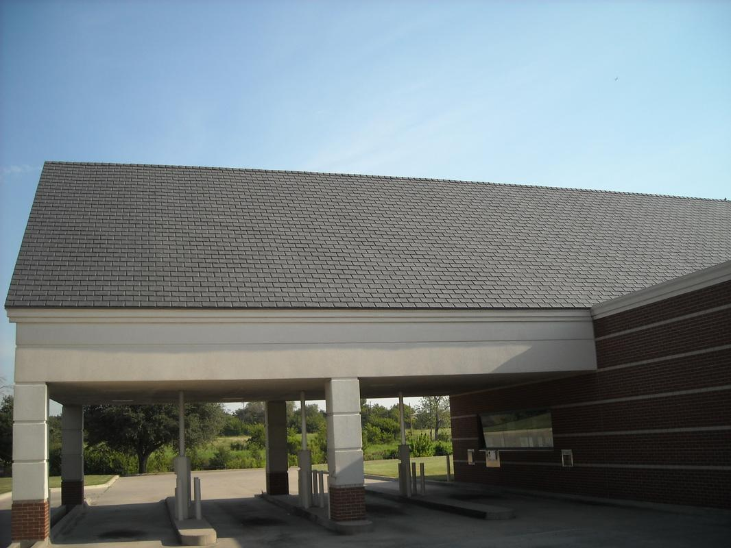 DaVinci i Shingle Istallation on a bank in Dallas, TX