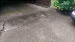 This is Ronnie's garage area, you can see where the settling of the slab has caused cracks to appear and really detract from the driveway.