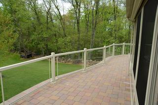 Glass handrail installation