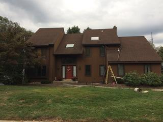 One of the primary issues these homeowners had with this siding is the appearance. They wanted to revamp their home's exterior to something gorgeous and durable.