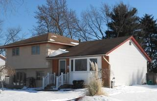 These homeowners wanted to modernize their home with a change of siding and new roof.