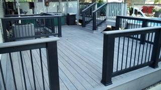 This Timbertech deck features an Ashwood decking with black builder rails and Ashwood caps.