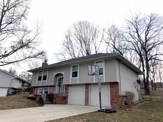 Platte City, MO home get new Onyx Black roof.