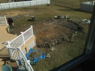 Once the old pool was removed and the ground was dry the team was ready to start the pool installation.