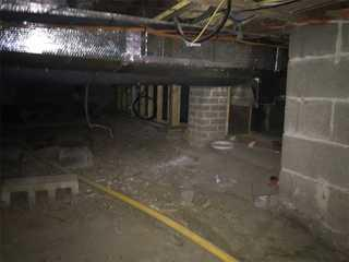 Crawlspace prior to encapsulation