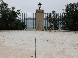 The pool's view over the Lake Murray.