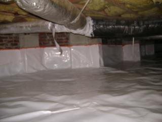 After working hard to fix this crawl space, the team encapsulated and sealed this Summerville crawl space so that the unhealthy outside air, mold, and allergens would stay away from the home above.
