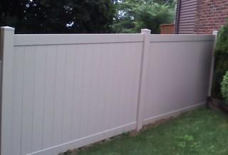 The installed vinyl fence looks great!